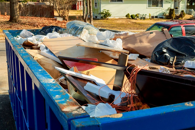 4 Reasons You Should Hire Junk Removal Services